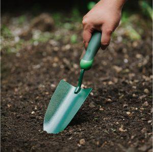 Gardener's Mate Hand Trowel in use