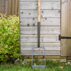 Kent & Stowe carbon steel clay spade against shed