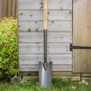 Kent & Stowe Carbon Steel Planting Spade against shed