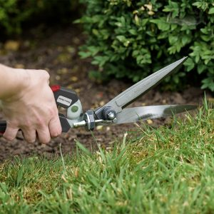 kent & stowe single handed grass shears in use