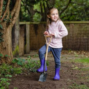 kent & stowe stainless steel kids digging spade in use