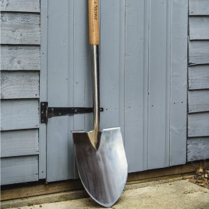 Kent & Stowe stainless steel pointed spade lifestyle